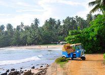 tuk tuk aan zee - Sri Lanka - foto: Tuk Tuk Safaris