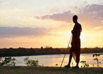 Masai bij de rivier - Rufiji River Camp - Tanzania - foto: Niels van Gijn - Foxes Safari Camps
