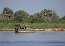 Boot bij Rufiji River Camp - Rufiji River Camp - Tanzania - foto: Niels van Gijn - Foxes Safari Camps