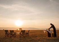 diner bij zonsondergang Maramboi Tented Camp - Maramboi Tented Camp - Tanzania - foto: Maramboi Tented Camp