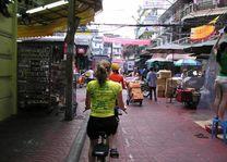 Fietsen Chinatown - Bangkok - Thailand - foto: Floor Ebbers