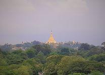 uitzicht - Schwedagon pagode - Yangon - Myanmar - foto: Daniel de Gruiter