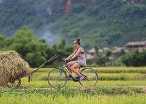 Fietsen in de omgeving van Mai Chau Ecolodge - Mai Chau Ecolodge - Vietnam - foto: Mai Chau Ecolodge