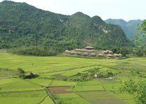 uitzicht Mai Chau Ecolodge vanaf de heuvel (2) - Mai Chau Ecolodge - Vietnam