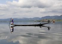 visser in boot - Inle Lake - Myanmar - foto: Daniel de Gruiter