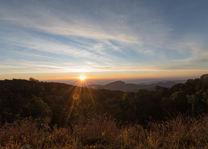 zonsondergang in Doi Inthanon National Park - Thailand - foto: flickr