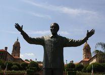 Union Buildings met standbeeld Mandela - Pretoria - Zuid-Afrika - foto: Martijn Visscher