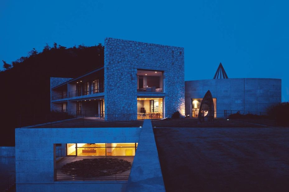 Benesse House - voorzijde - Naoshima - Japan - foto: Benesse House