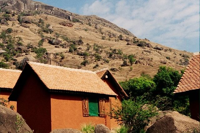 Camp Catta - bungalow - Tsaranoro - Madagaskar - foto: Madagascar Tourism Board