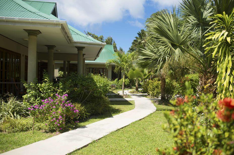 Cote dOr Chalets - tuin walkway - Praslin - Seychellen - foto: Cote dor Chalets