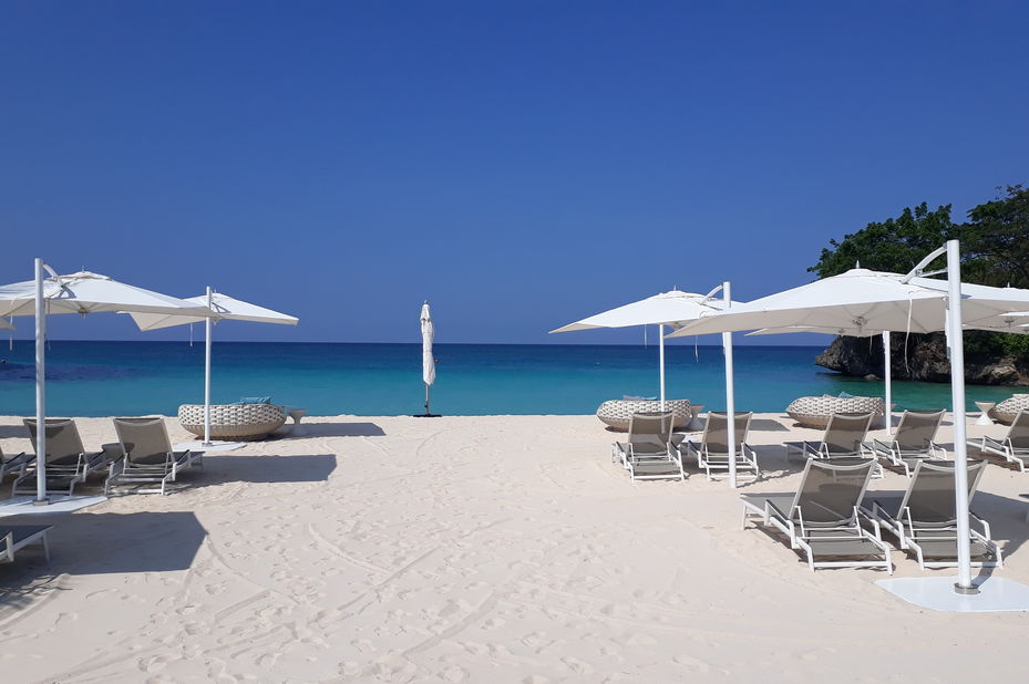 Crimson Resort and Spa - strand - Boracay - Filipijnen - foto: Floor Ebbers