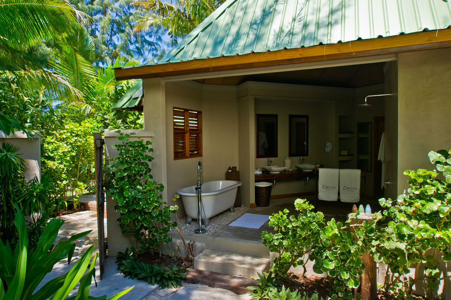 Denis Private Island Resort - outdoor badkamer - Seychellen - foto: Denis Private Island Resort