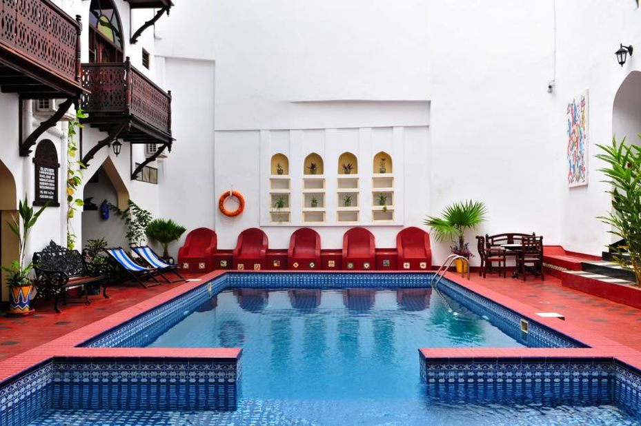 - foto: Dhow Palace Hotel
