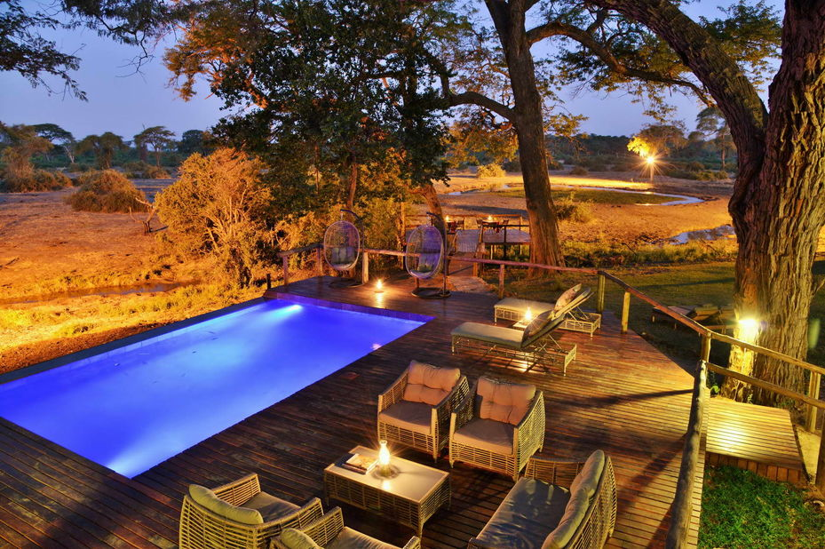 Elephant Valley Lodge - pool deck - Chobe - Botswana - foto: Elephant Valley Lodge