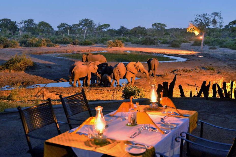 Elephant Valley Lodge - waterhole - Chobe - Botswana - foto: Elephant Valley Lodge