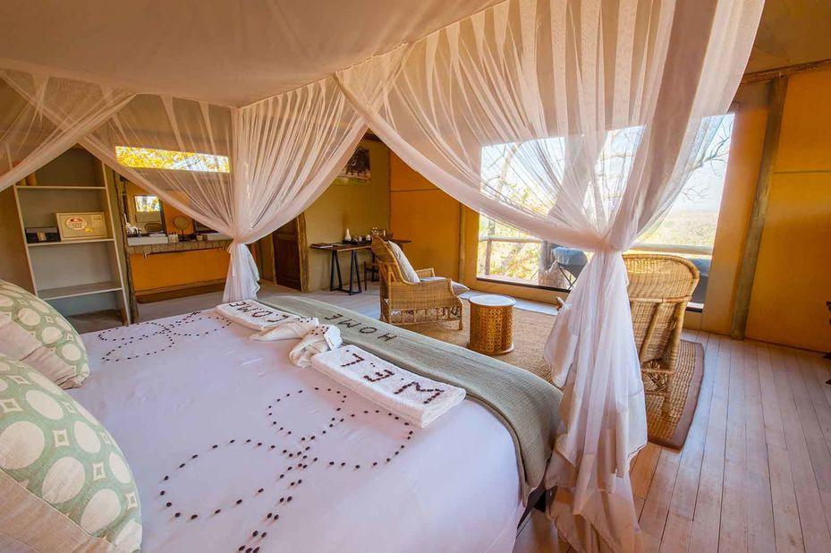 Ghoha Hills - interieur tented chalet - Savuti - Botswana - foto: Ghoha Hills
