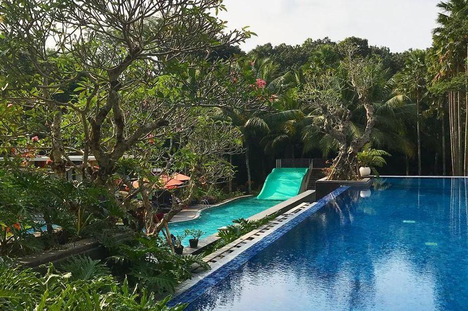 HARRIS Hotel Malang - zwembad - Malang -Indonesie - foto: HARRIS Hotel Malang