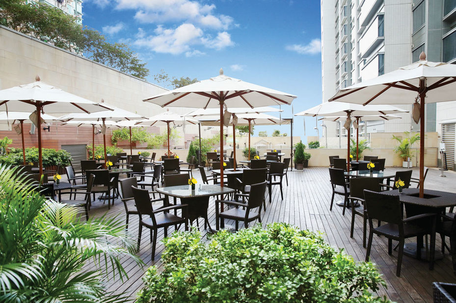 Harbour Plaza 8 Degrees - terras - Kowloon - Hong Kong - foto: Harbour Plaza 8 Degrees