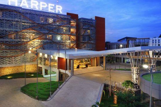 Harper Perintis Makassar - voorzijde -Makassar - Sulawesi - Indonesie - foto: Harper Perintis Makassar