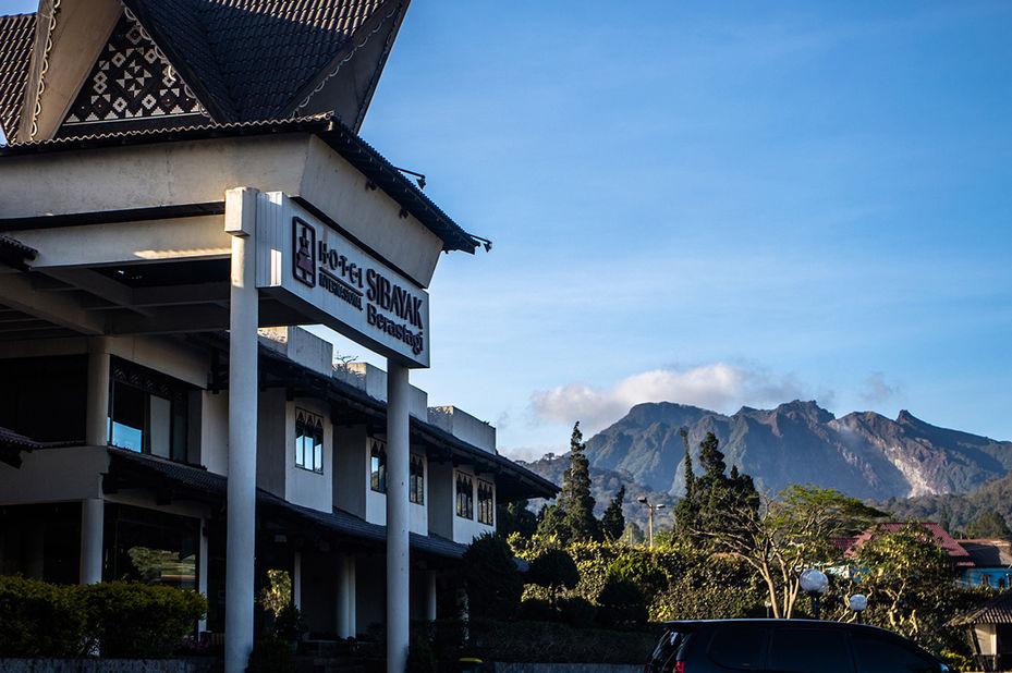 Hotel Sibayak Internasional -voorzijde - Berastagi - Sumatra - Indonesie - foto: Hotel Sibayak Internasional