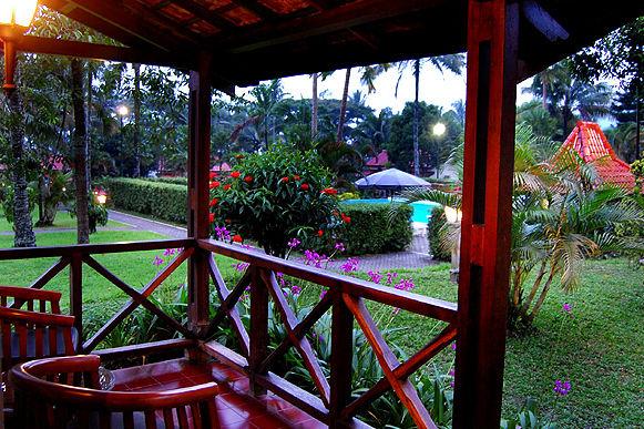 Indonesie-Java-Kalibaru-KalibaruCottages-balkon - foto: Kalibaru Cottages