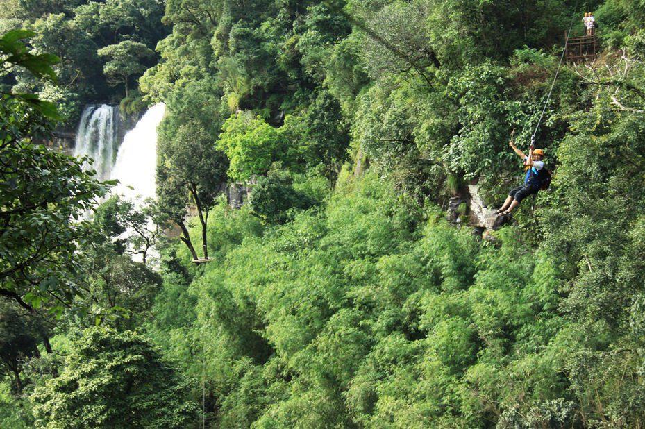 Laos - Bolaven Plateau - Tree Top Explorer - zipline - foto: Tree Top Explorer