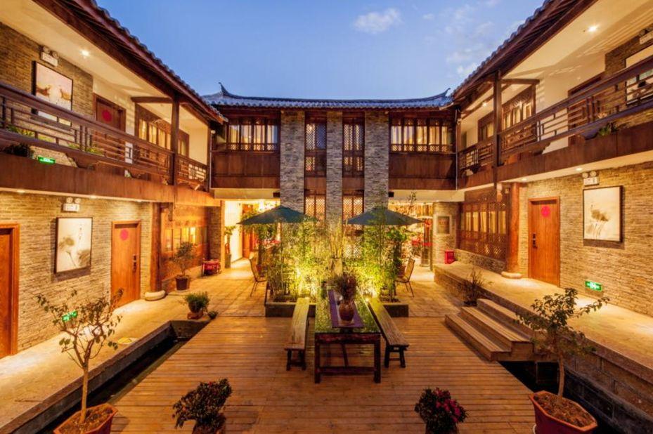 Liman Wenzhi Hotel - binnentuin - Lijiang - China - foto: Liman Wenzhi Hotel