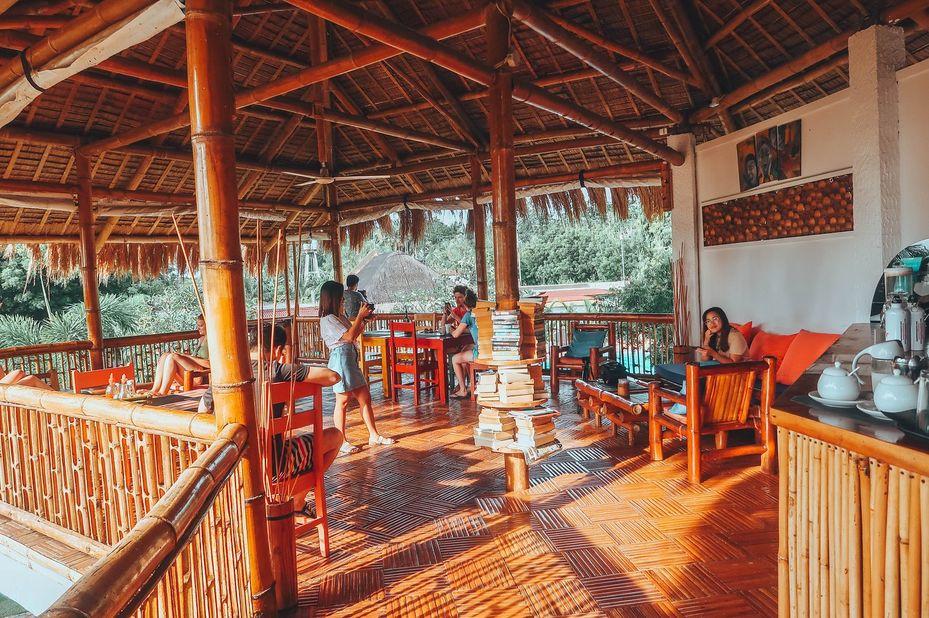 Liquid Dive Resort - Bar - Dumaguete - Filipijnen - foto: Liquid Dive Resort