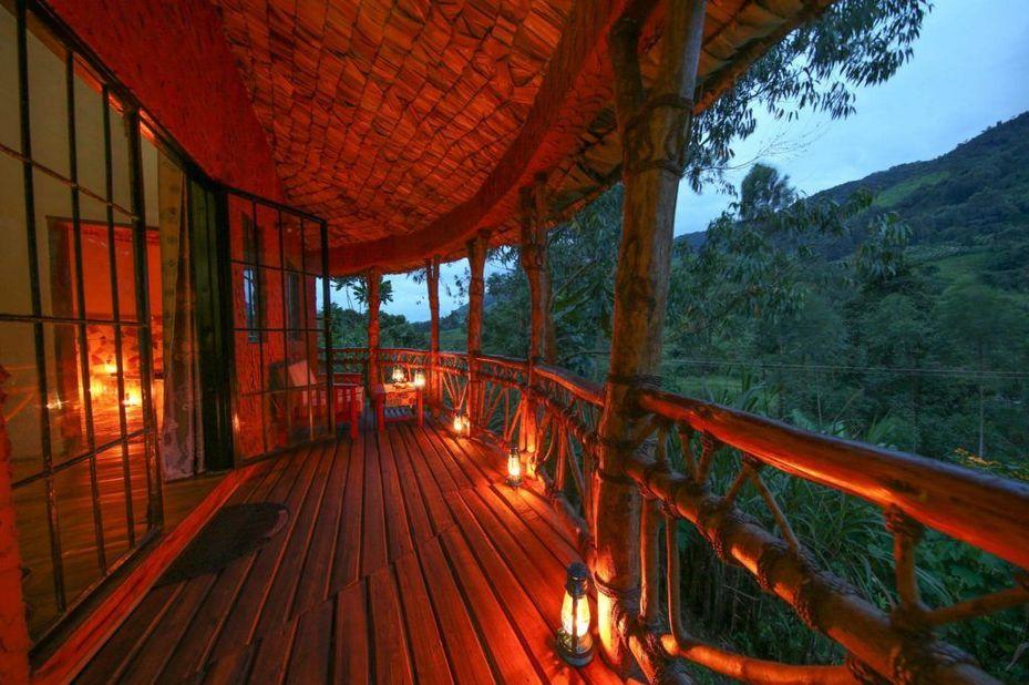 Mahogany Springs - veranda - Bwindi - Oeganda - foto: Mahogany Springs