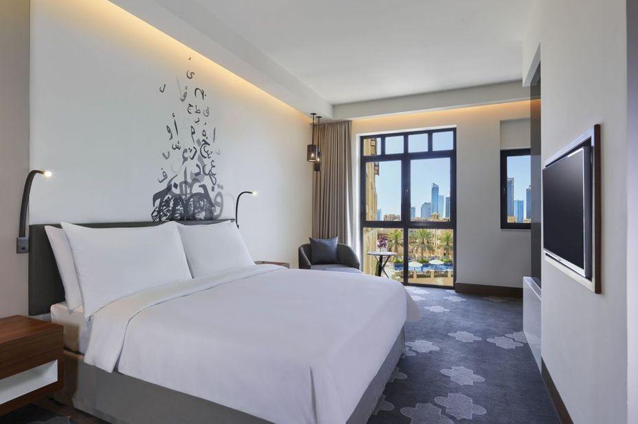 Manzil Downtown - deluxe poolview room - Dubai  - foto: Manzil Downtown