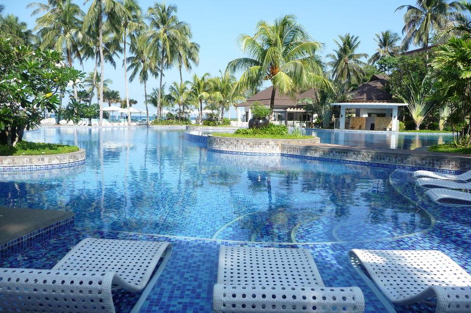 Mövenpick Resort and Spa - zwembad - Boracay - Filipijnen - foto: Floor Ebbers