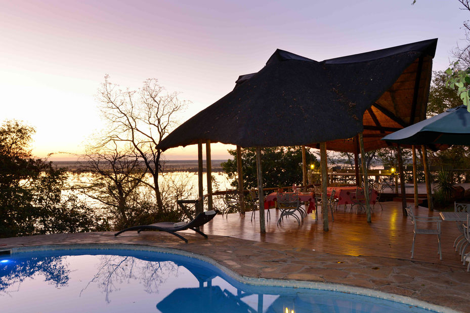 Muchenje Safari Lodge - zwembad - interieur - Chobe - Botswana - foto: Muchenje Safari Lodge