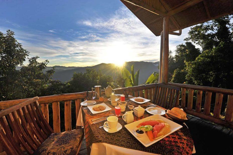 Nkuringo Gorilla Lodge - maaltijd - Bwindi - Oeganda - foto: Nkuringo Bwindi Gorilla Lodge