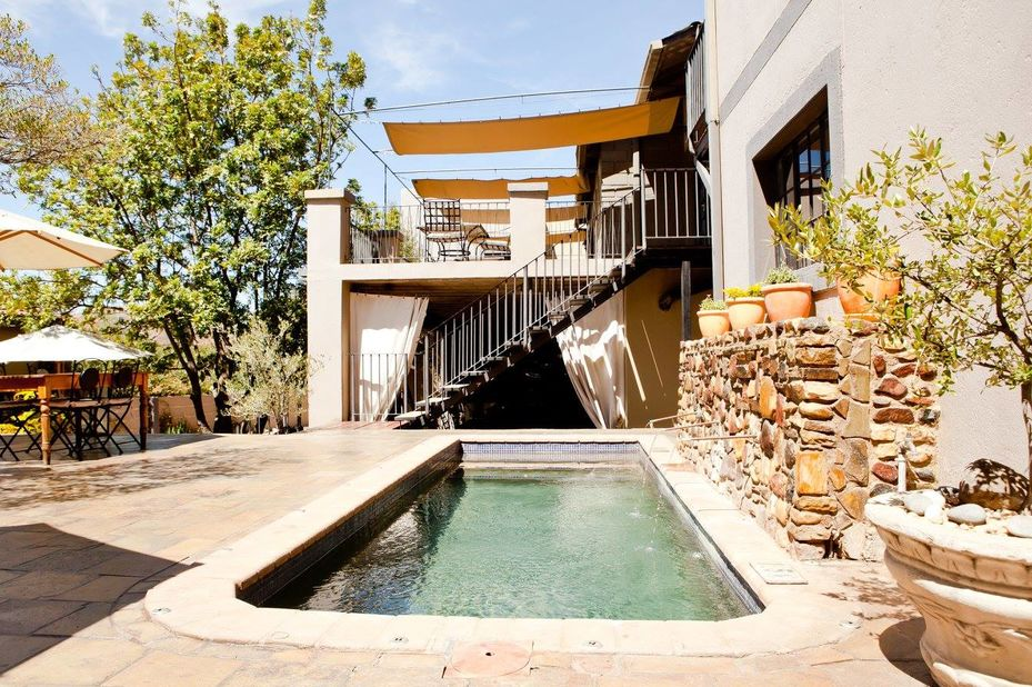 Olive Grove Guesthouse - zwembad - Windhoek -Namibie - foto: Olive Grove Guesthouse
