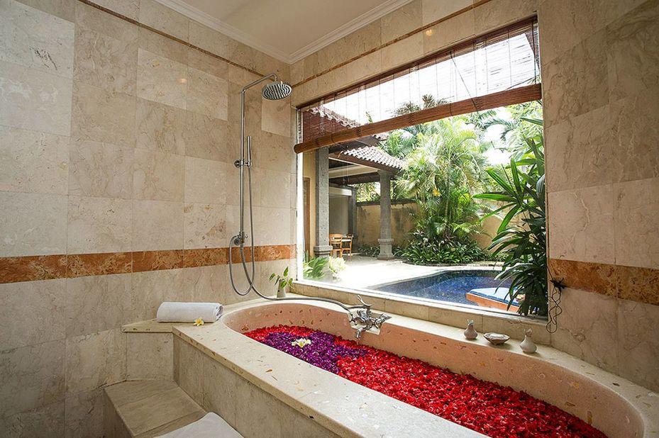 Parigata Villas Resort - executive bathroom - Sanur - Bali - Indonesie - foto: Parigata Villas Resort