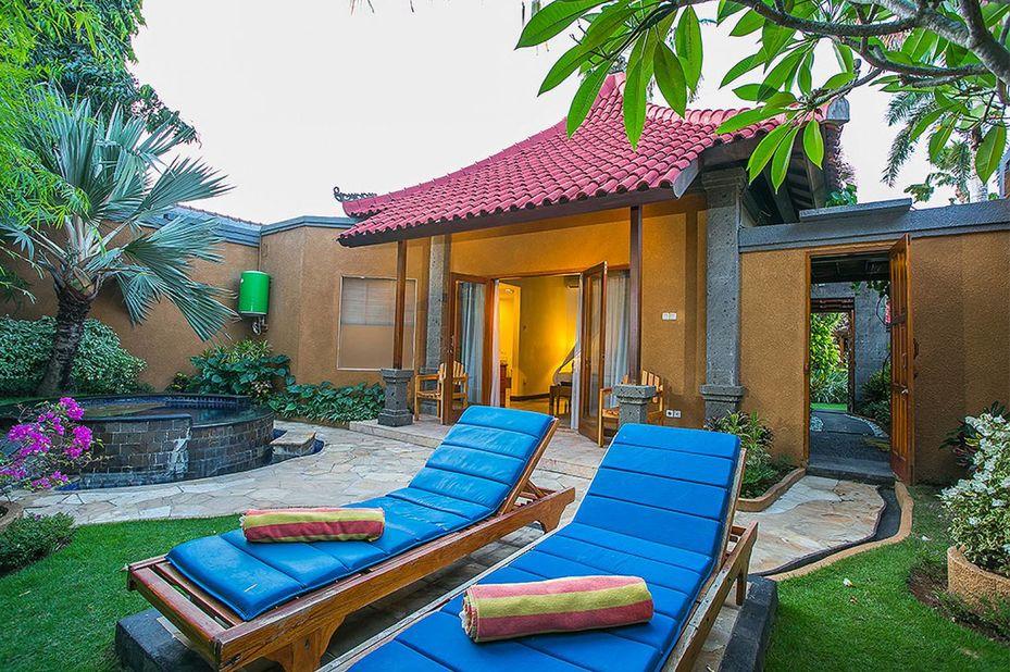 Parigata Villas Resort - jacuzzi - villa - Sanur - Bali - Indonesie - foto: Parigata Villas Resort