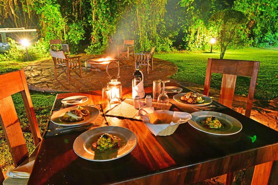 Primate Lodge - Kibale - dineren - Oeganda - foto: Primate Lodge