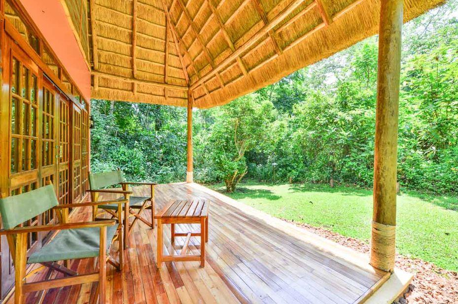 Primate Lodge - Kibale - zitje - Oeganda - foto: Primate Lodge