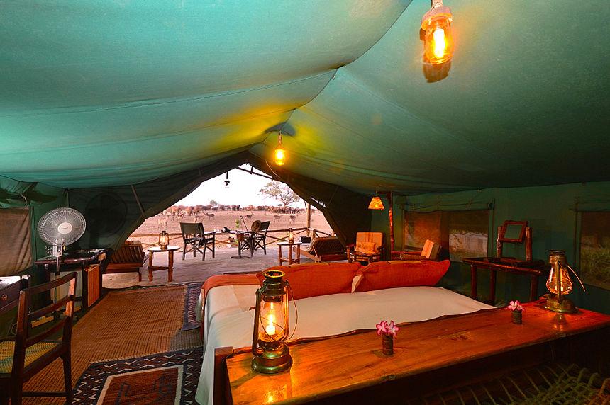 Satao Camp - tent uitzicht - Tsavo National Park - Kenia - foto: Satao Camp