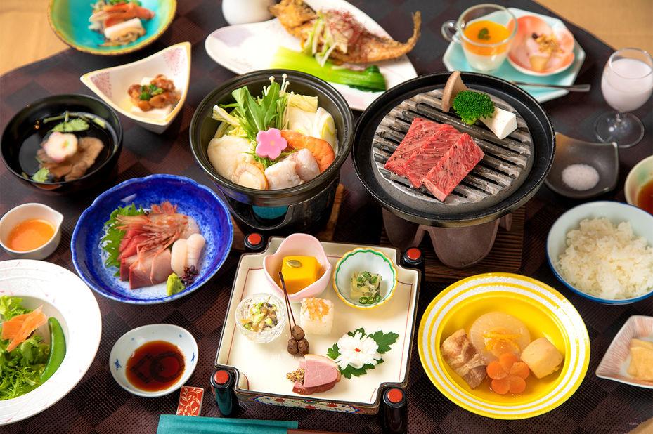 Senkyo no Yado Ginzanso - dineren - Ginzan Onsen -Japan - foto: Senkyo no Yado Ginzanso