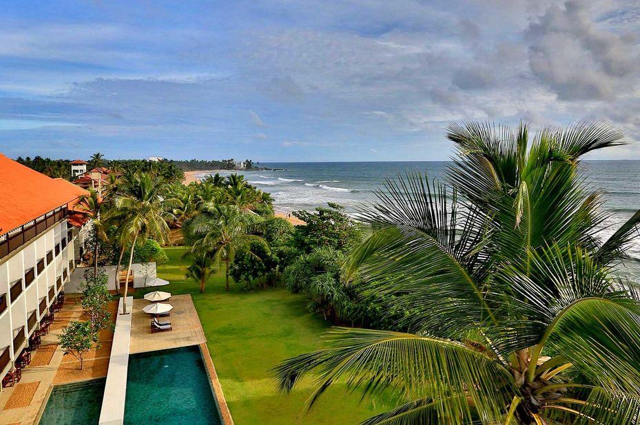 Temple Tree Resort & Spa - Zwembad en tuin -Induruwa - Sri Lanka - foto: Temple Tree