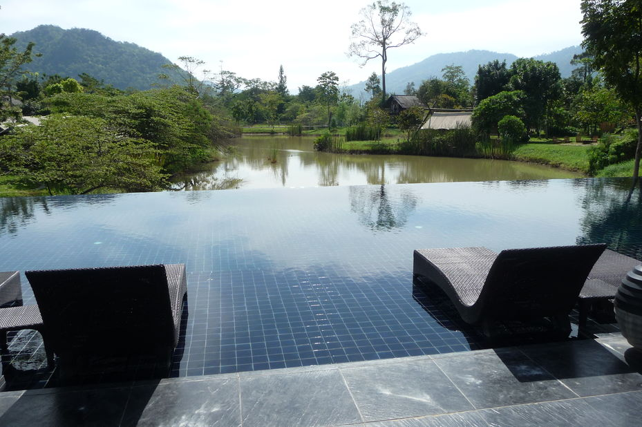zwembad Lala Mukha Tented Resort - Khao Yai National Park - Thailand - foto: Floor Ebbers