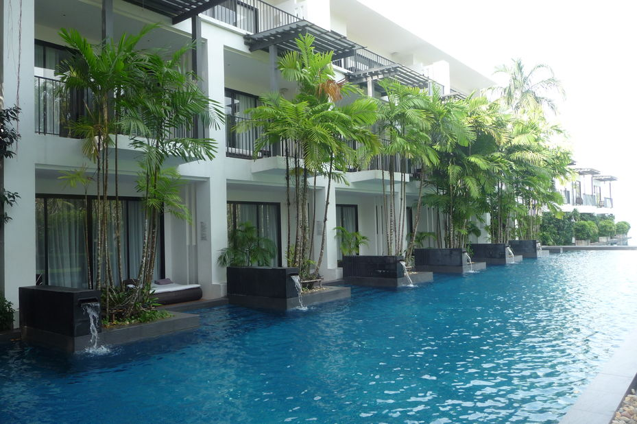 kamers langs zwembad - The Chill Resort & Spa - Koh Chang - Thailand - foto: Floor Ebbers