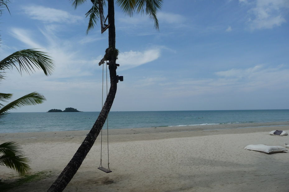 wit strand The DEWA - Koh Chang - Thailand - foto: Floor Ebbers