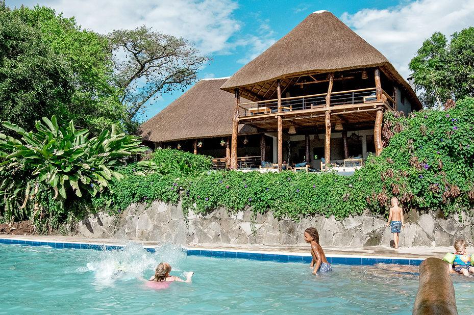 Turaco Treetops - zwembad - Kibale National Park - foto: Turaco Treetops