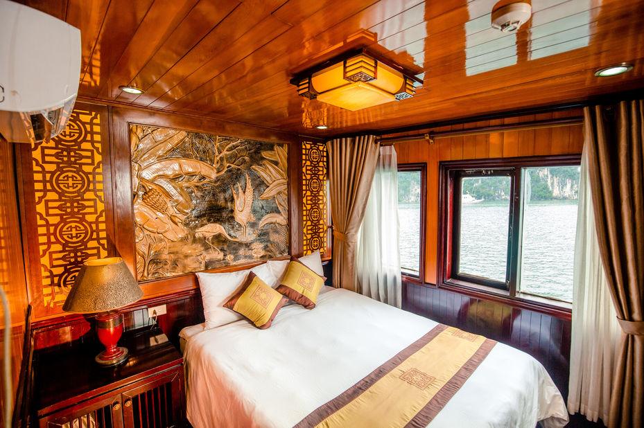 Vietnam - Halong Bay - Bai Tho Junk Boat - slaapkamer - double cabin - foto: lokale agent