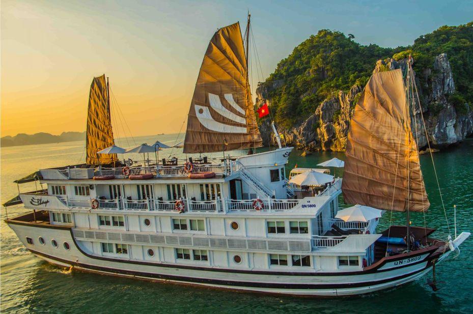 Vietnam - Halong Bay - Bhaya Classic Boat