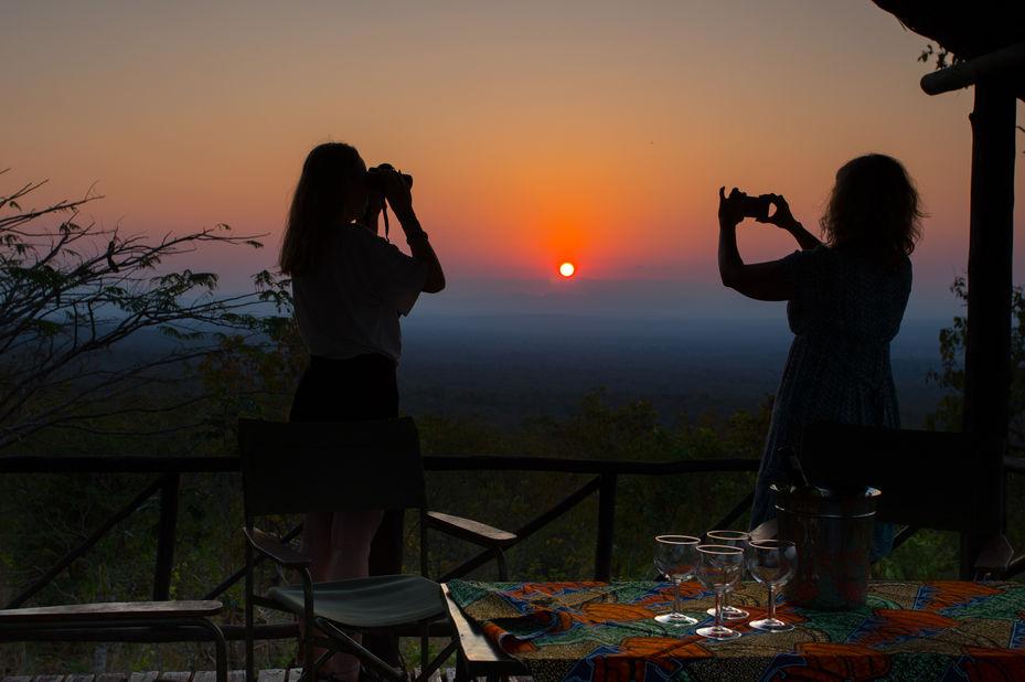 Vuma Hills - zonsondergang - Mikumi National Park - Tanzania - foto: Niels van Gijn - Foxes Safari Camps
