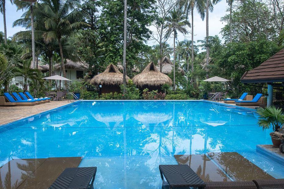 Zwembad - Daluyon Beach and Mountain Resort - Palawan - Sabang - Filipijnen - foto: Daluyon Beach and Mountain Resort