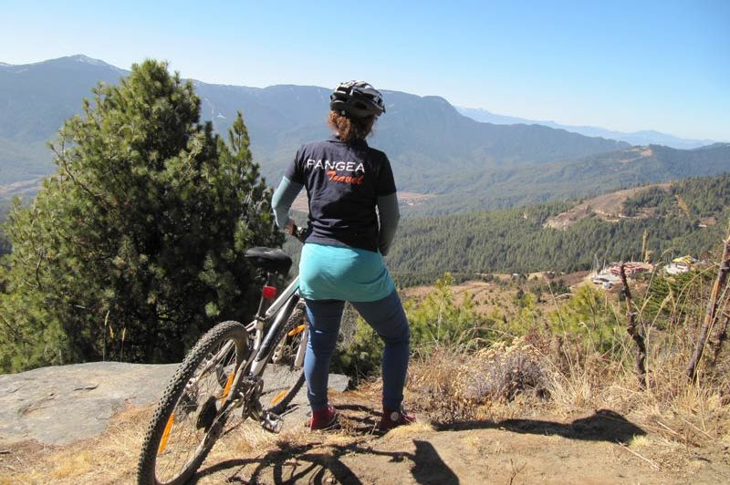 mountainbiken Bhumtang Tsarbaling (2) - Bhumtang Tsarbaling - Bhutan - foto: Sonam Loday